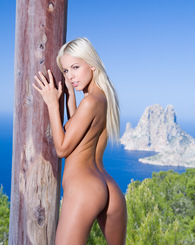 Boroka blonde babe likes to get naked and have outdoor fun