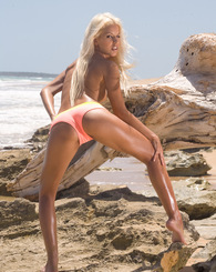 Boroka and Kathy Cambel love naughty tropical beach games